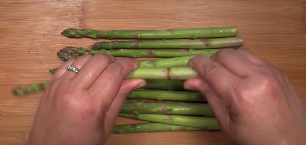 trimming asparagus before smoking