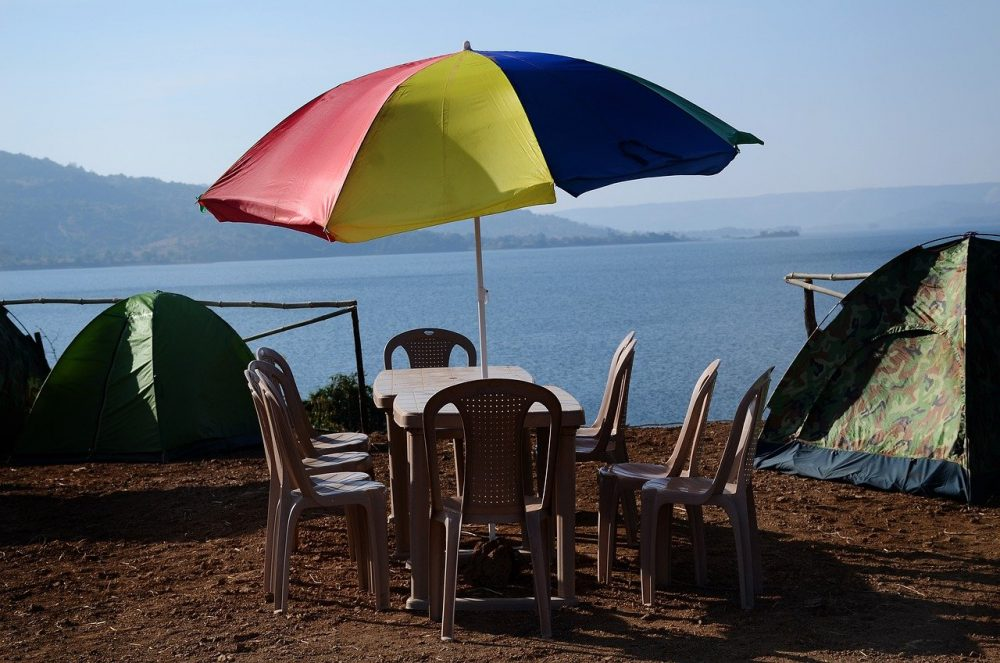 a patio umbrella with a base so that it does not fall over