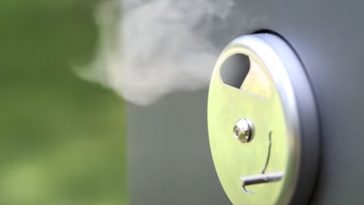 vent on an electric smoker