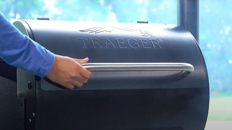 closing the lid to season a traeger pellet grill