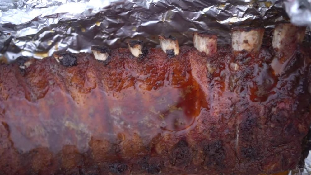 showing the rib meat pulling away from the bones after stage 2 of the 321 method of traeger smoking